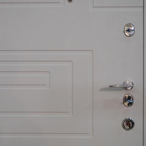 Porte blindée blanche à grenoble